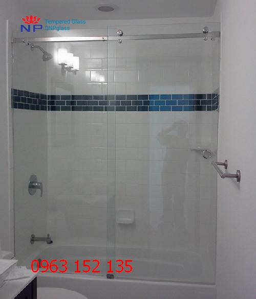ở đâu thi công vách kính phòng tắm đẹp 2