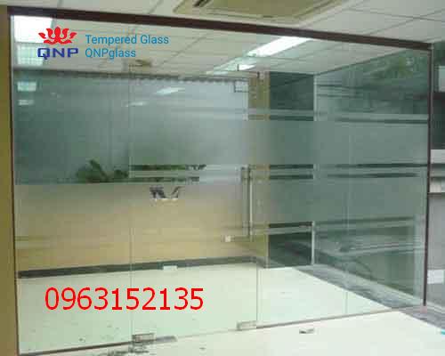 vách và cửa kính cường lực văn phòng 7