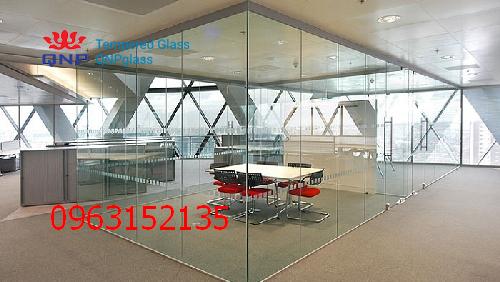 vách và cửa kính cường lực văn phòng 3